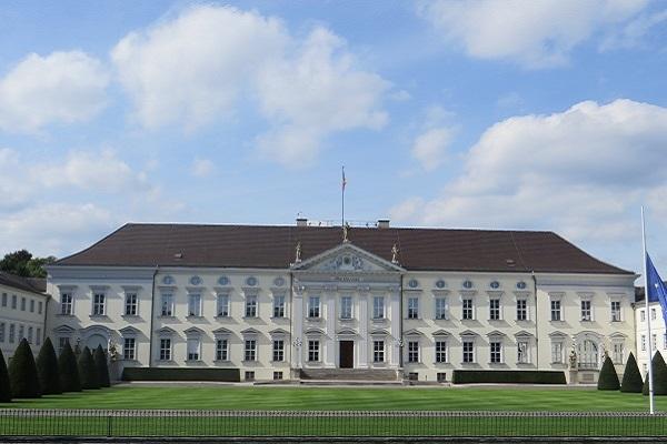 Schloß Bellevue - Amtssitz von Bundespäsident Steinmeier